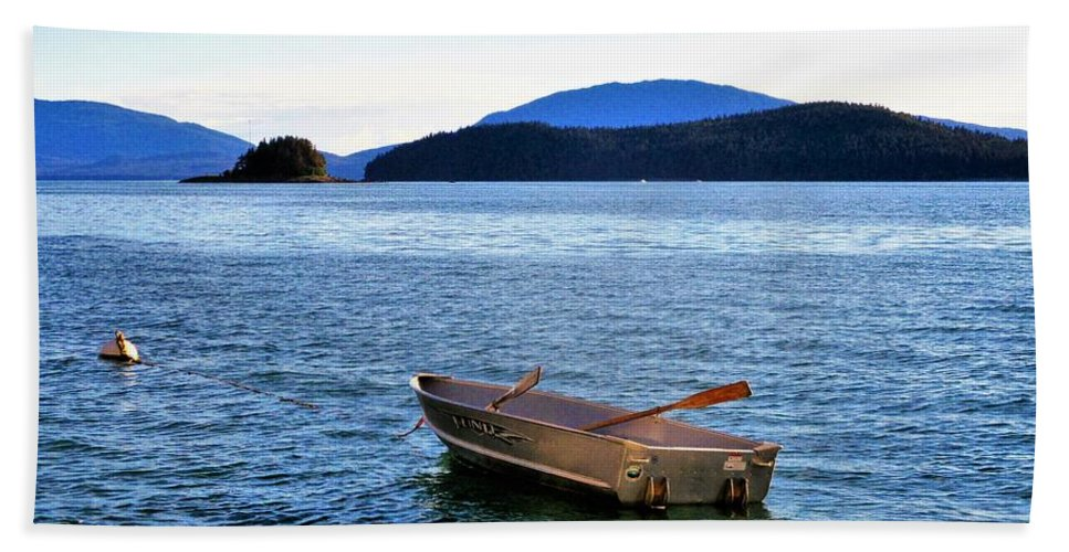 Sea Hand Towel featuring the photograph Canoe by Martin Cline
