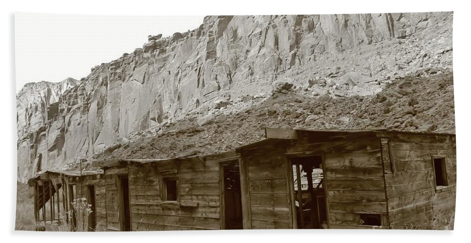 Muddy Creek Hand Towel featuring the photograph Canyon Bunkhouse by Tonya Hance