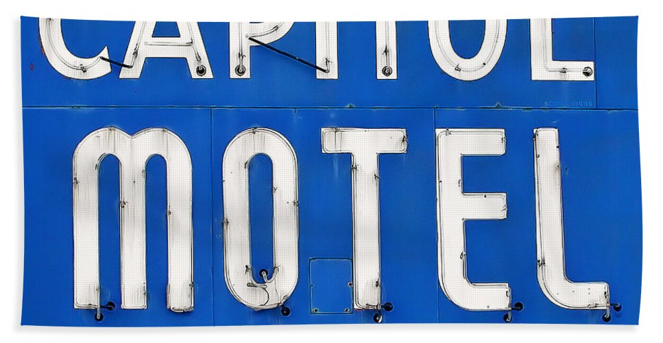 Capitol Motel Bath Towel featuring the photograph Capitol Sign by Todd Klassy
