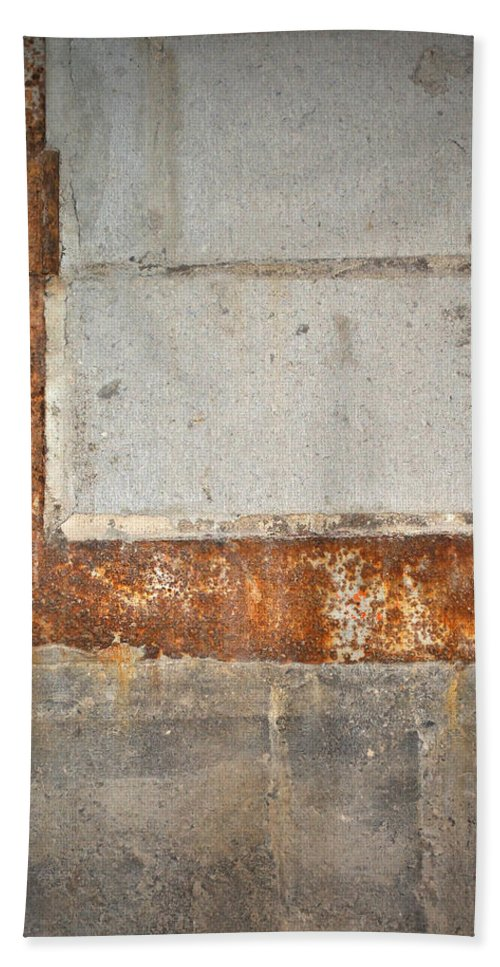 Architecture Bath Towel featuring the photograph Carlton 14 - Abstract Concrete Wall by Tim Nyberg