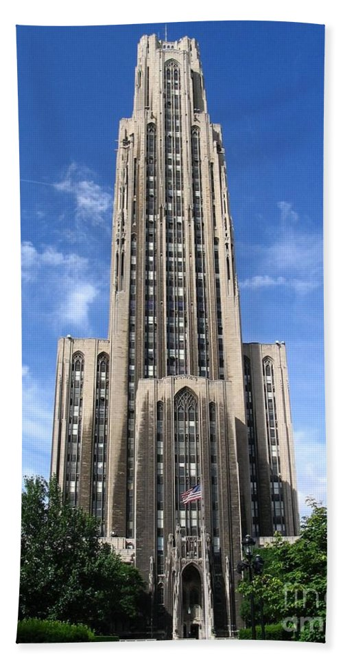 Learning Bath Sheet featuring the photograph Cathedral Of Learning by Spencer McKain