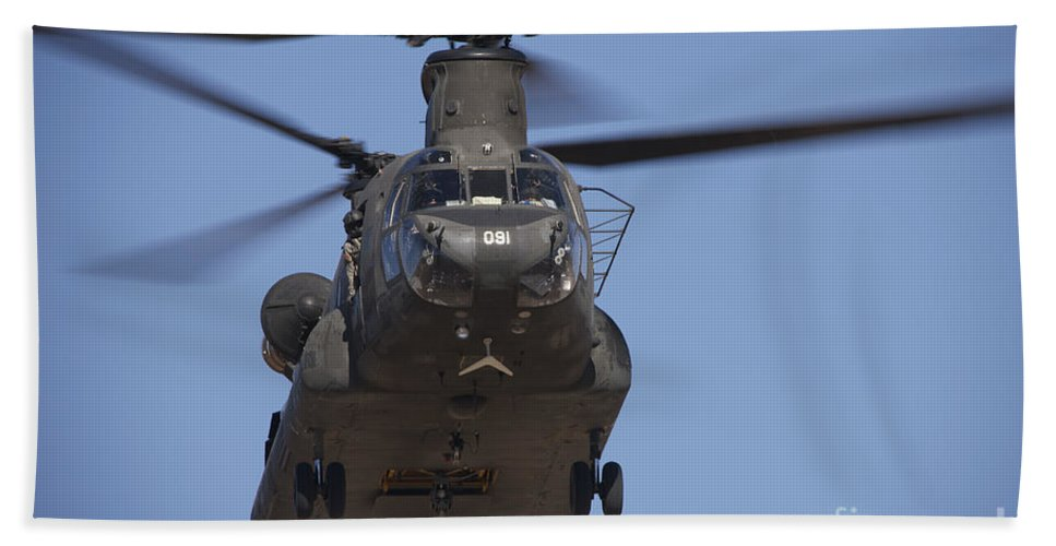 Exercise Angel Thunder Bath Sheet featuring the photograph Ch-47 Chinook Flies Over Playas by Terry Moore