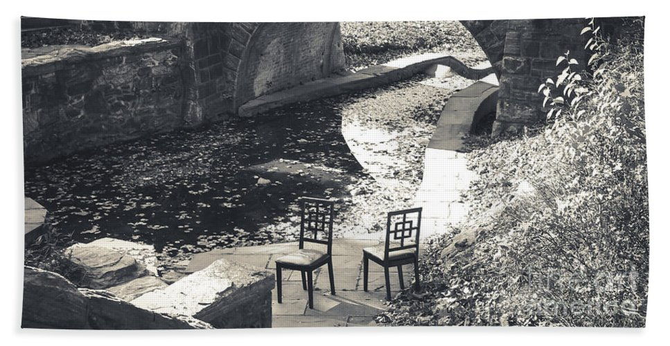 Chairs Bath Sheet featuring the photograph Chairs - Stone Bridge by Colleen Kammerer