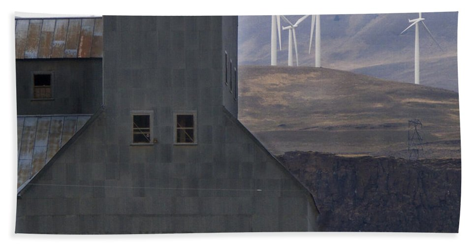 Wind Hand Towel featuring the photograph Changing Landscapes by Jeffery Ball