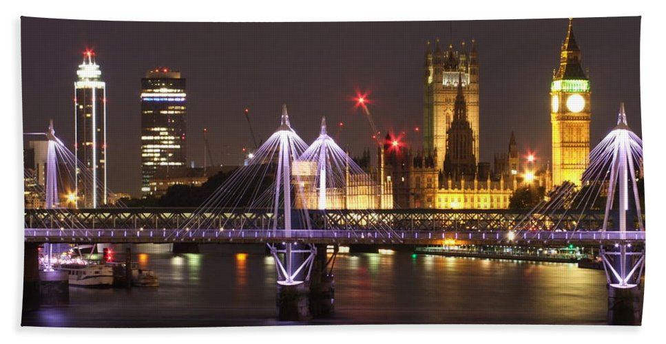 London Bath Sheet featuring the photograph Charing Cross Bridge by Andrew Ford