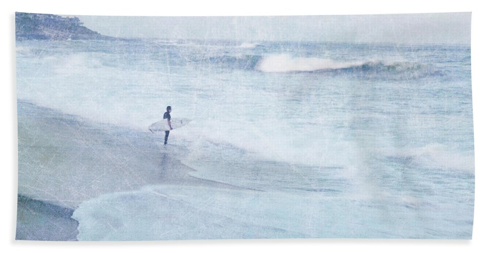 Surfer Hand Towel featuring the photograph Checking The Curls by Guy Crittenden