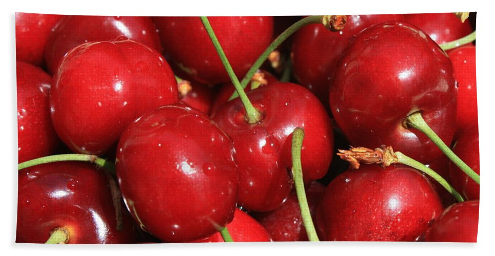 Food And Beverages Bath Towel featuring the photograph Cherries by Carol Groenen