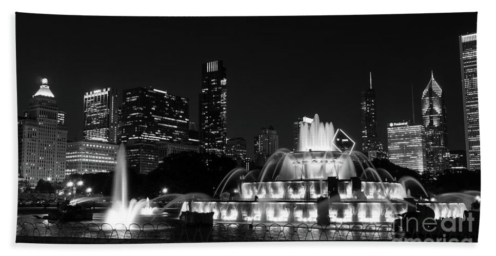 America Hand Towel featuring the photograph Chicago Grant Park Grayscale by Jennifer White