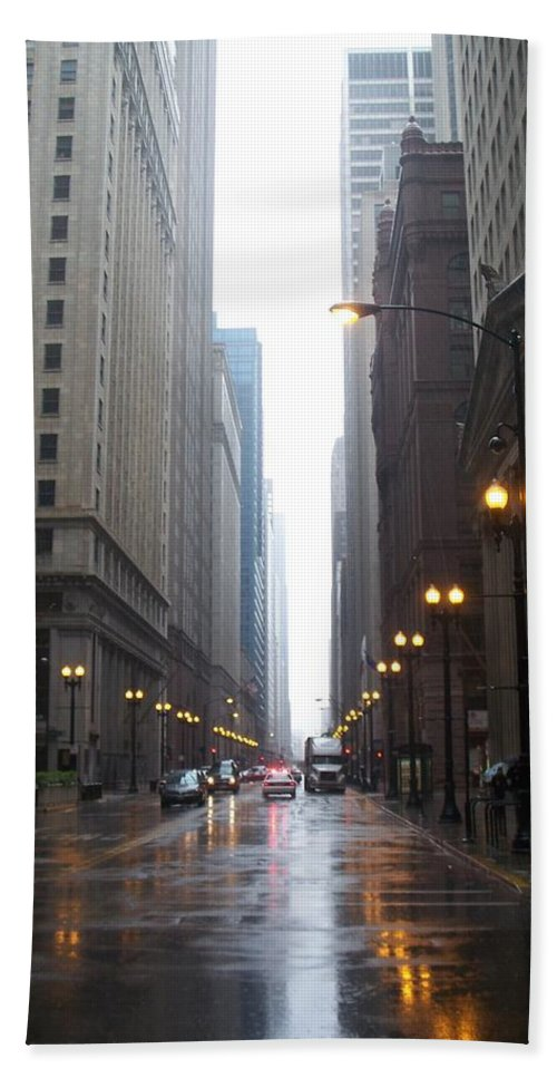 Chicago Bath Towel featuring the photograph Chicago In The Rain 2 by Anita Burgermeister