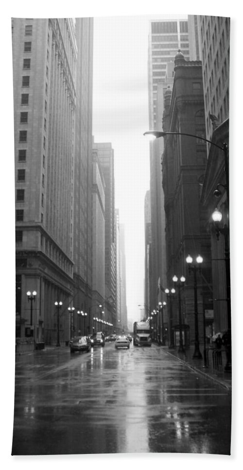 Chicago Bath Sheet featuring the photograph Chicago In The Rain 2 B-w by Anita Burgermeister