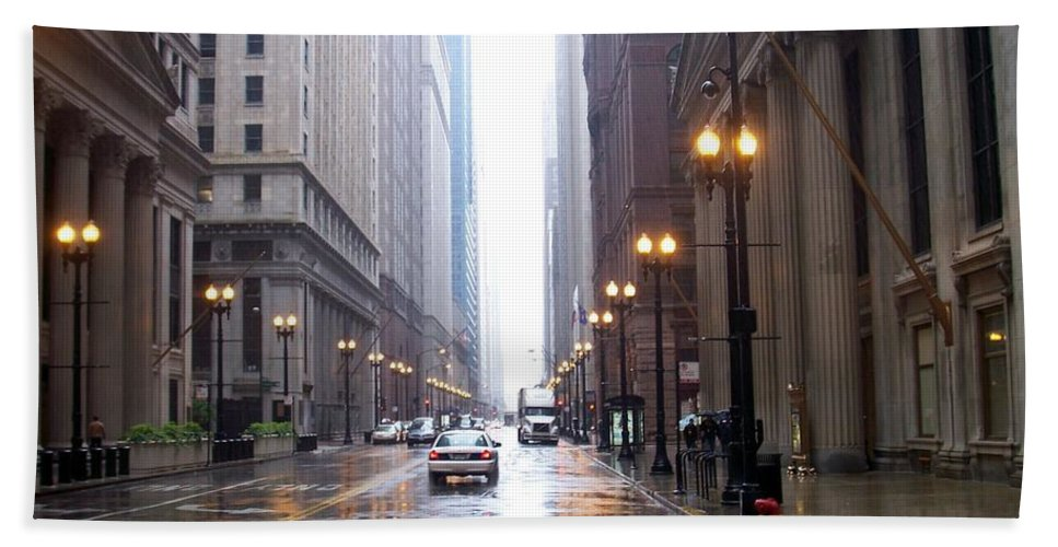 Chicago Bath Towel featuring the photograph Chicago In The Rain by Anita Burgermeister