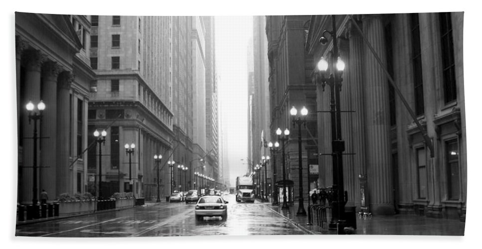 Chicago Bath Sheet featuring the photograph Chicago In The Rain B-w by Anita Burgermeister