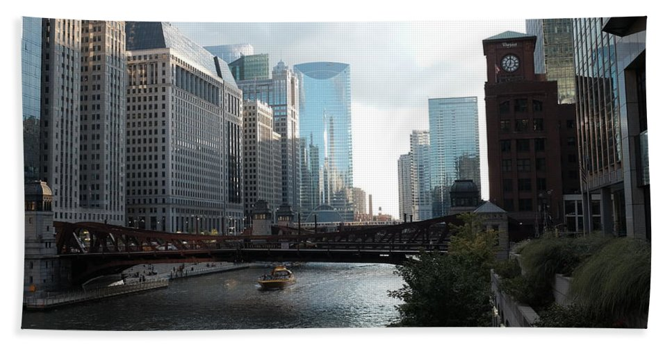 Bath Sheet featuring the photograph Chicago River by George Gagnon