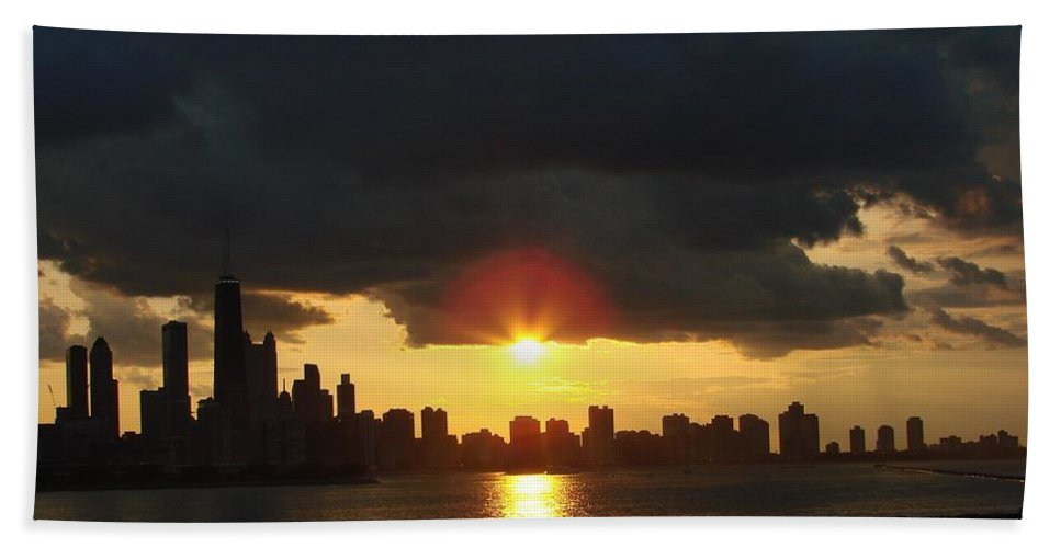 Chicago Bath Towel featuring the photograph Chicago Silhouette by Glory Fraulein Wolfe