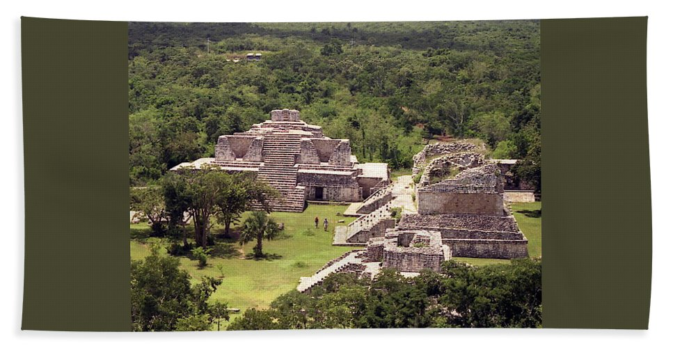 Mayan Hand Towel featuring the photograph Chichen Itza by Michael Peychich
