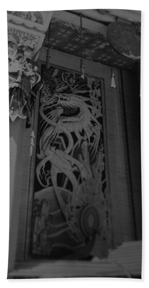 Black And White Hand Towel featuring the photograph Chinese Theater by Rob Hans