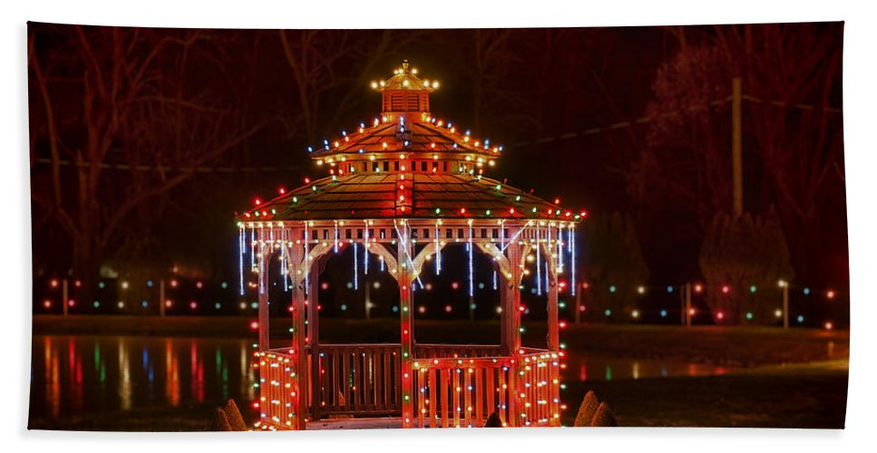 Bernville Bath Sheet featuring the photograph Christmas Gazebo by John Greim