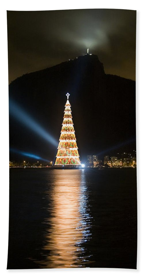 Landscape Hand Towel featuring the photograph Christmas In Rio by Sergio Bondioni