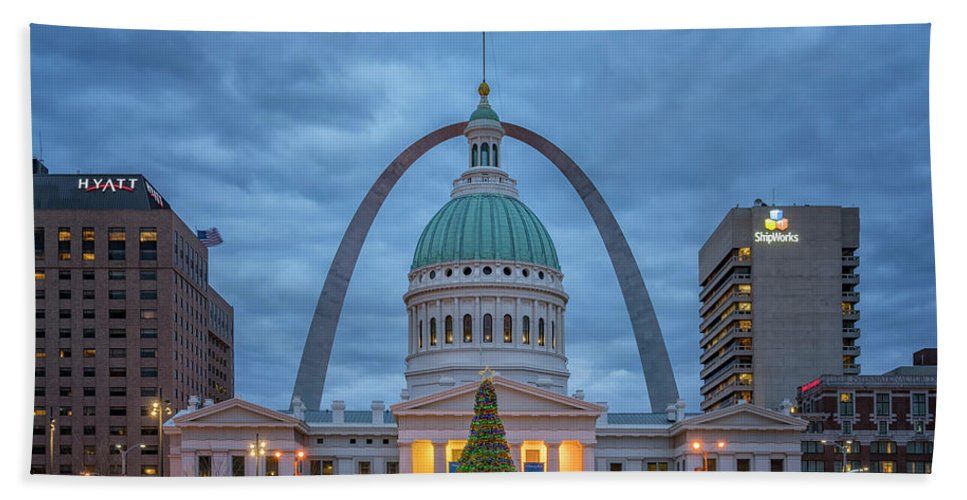 Christmas Bath Sheet featuring the photograph Christmas Jefferson National Expansion Memorial St Louis 7r2_dsc3574_12112017 by Greg Kluempers