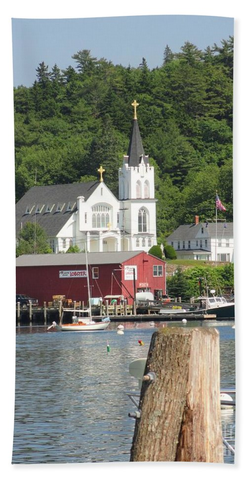 Maine Hand Towel featuring the photograph Church In Boothbay by Meandering Photography