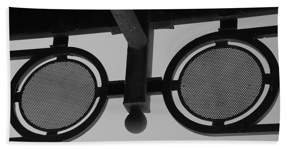 Black And White Hand Towel featuring the photograph Circle Bar I by Rob Hans