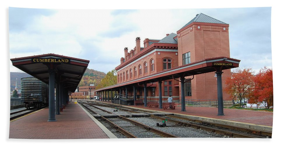 Historic Hand Towel featuring the photograph Cumberland City Station by Eric Liller