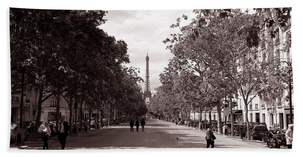 Paris Bath Sheet featuring the photograph Classic Paris 10 by Andrew Fare