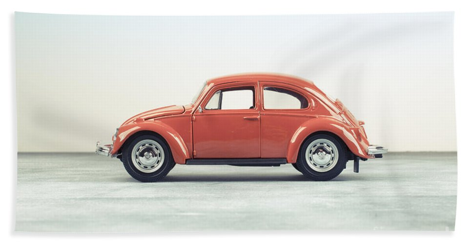 Volkswagen Hand Towel featuring the photograph Classic Vw Bug Red by Edward Fielding