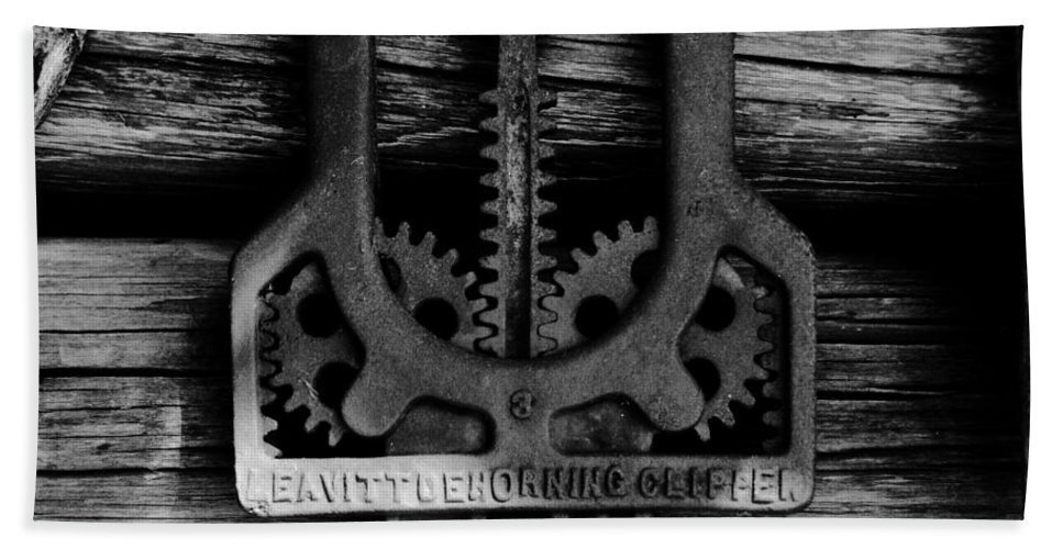 Gears Bath Sheet featuring the photograph Clipper Gears by David Lee Thompson