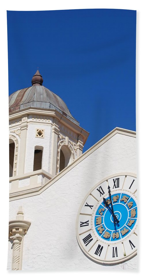 Clock Bath Towel featuring the photograph Clock And Tower by Rob Hans