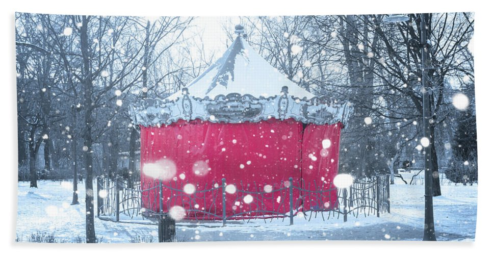 Wroclaw Bath Towel featuring the photograph Closed For Winter by Juli Scalzi