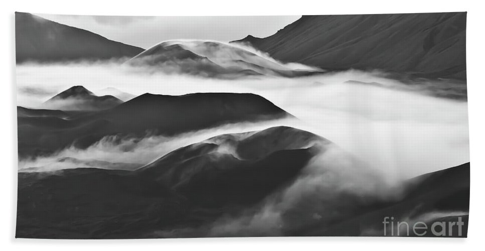 Mountains Bath Towel featuring the photograph Maui Hawaii Haleakala National Park Clouds In Haleakala Crater by Jim Cazel