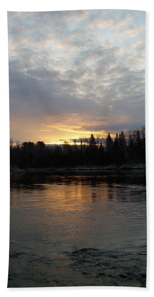 Mississippi River Hand Towel featuring the photograph Cloudy Mississippi River Sunrise by Kent Lorentzen