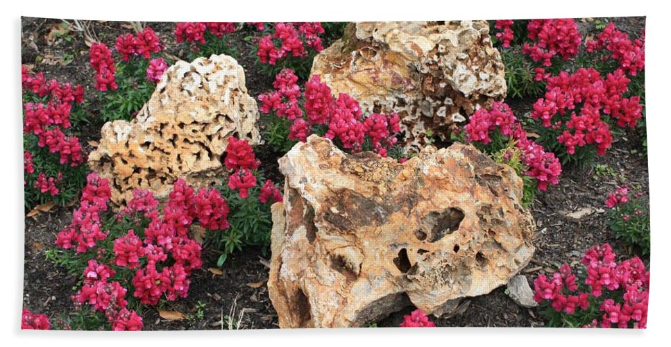 Rocks Bath Sheet featuring the photograph Clusters by John W Smith III