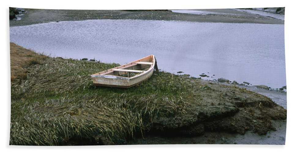 Landscape New England Marsh Row Boat Rye Harbor Bath Sheet featuring the photograph Cnrf0503 by Henry Butz