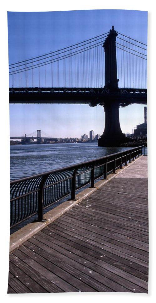 Landscape Manhattan Bridge New York City Bath Sheet featuring the photograph Cnrg0402 by Henry Butz