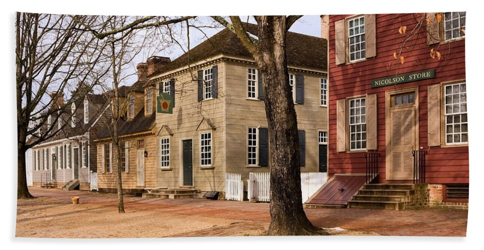 Duke Of Gloucester Street Hand Towel featuring the photograph Colonial Street Scene by Sally Weigand