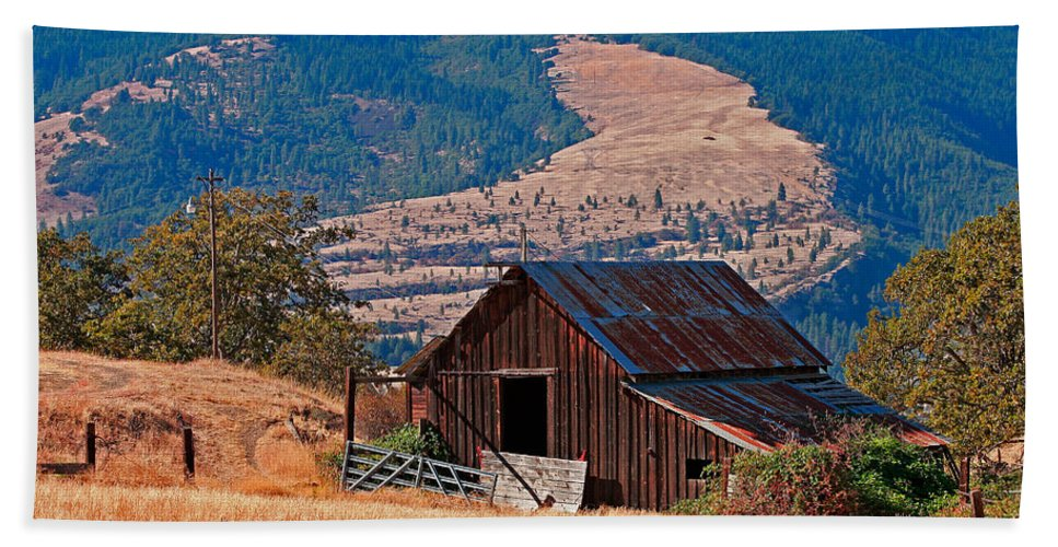 Architecture Bath Sheet featuring the photograph Columbia River Barn by Peter Tellone