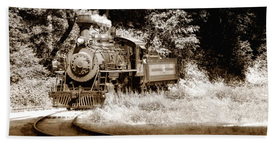 Train Hand Towel featuring the photograph Comin Round The Mountain by Donna Blackhall