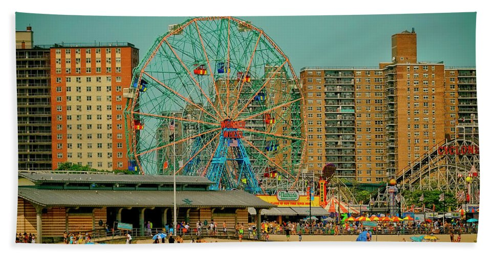 Amusement Park Hand Towel featuring the photograph Coney Island by Dorival Moreira
