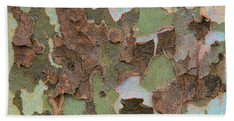 Tree Bark Hand Towel featuring the photograph Congestion by Marilyn Cornwell
