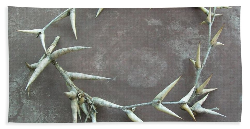 Thorns Bath Sheet featuring the photograph Contemplate II by Laurette Escobar