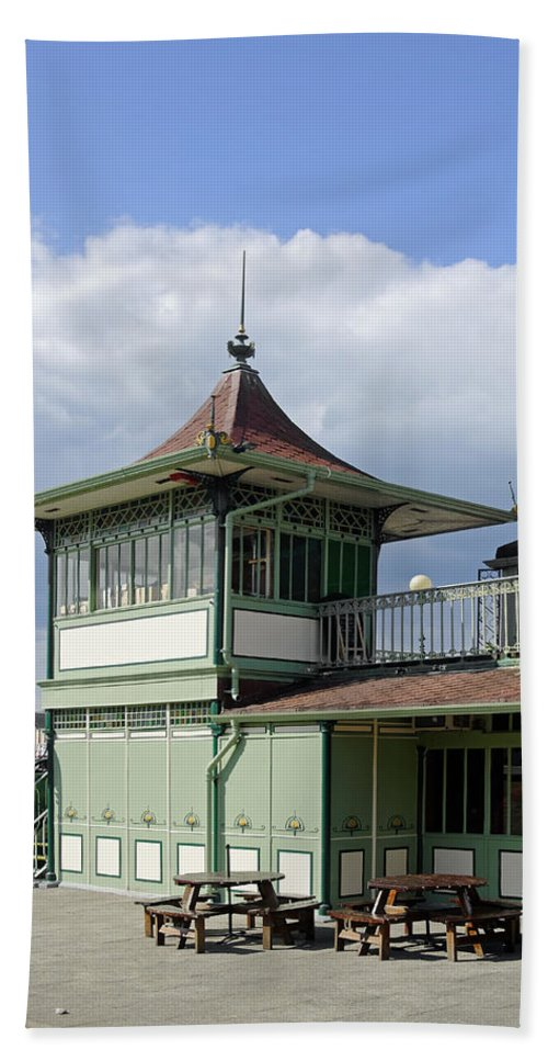 Ryde Bath Sheet featuring the photograph Corner Detail Of The Pavilion - Ryde by Rod Johnson