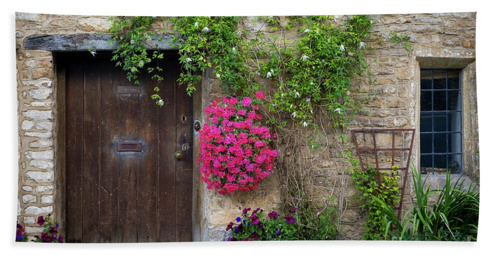 Beautiful Hand Towel featuring the photograph Cotswolds Milk Delivery by Brian Jannsen