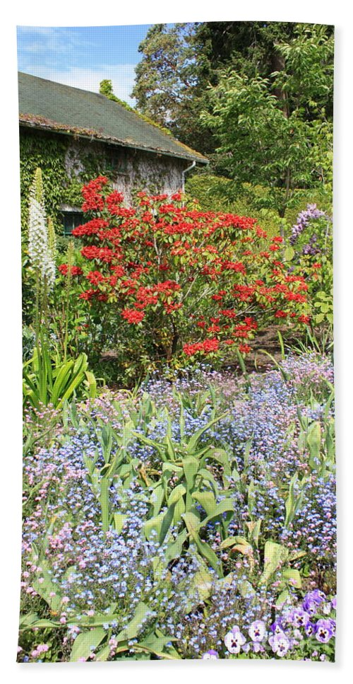 Garden Bath Sheet featuring the photograph Cottage Garden by Carol Groenen