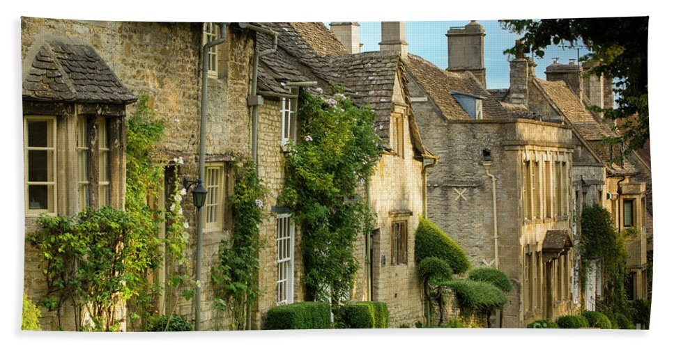 Buildings Hand Towel featuring the photograph Cottage Row - Burford by Brian Jannsen