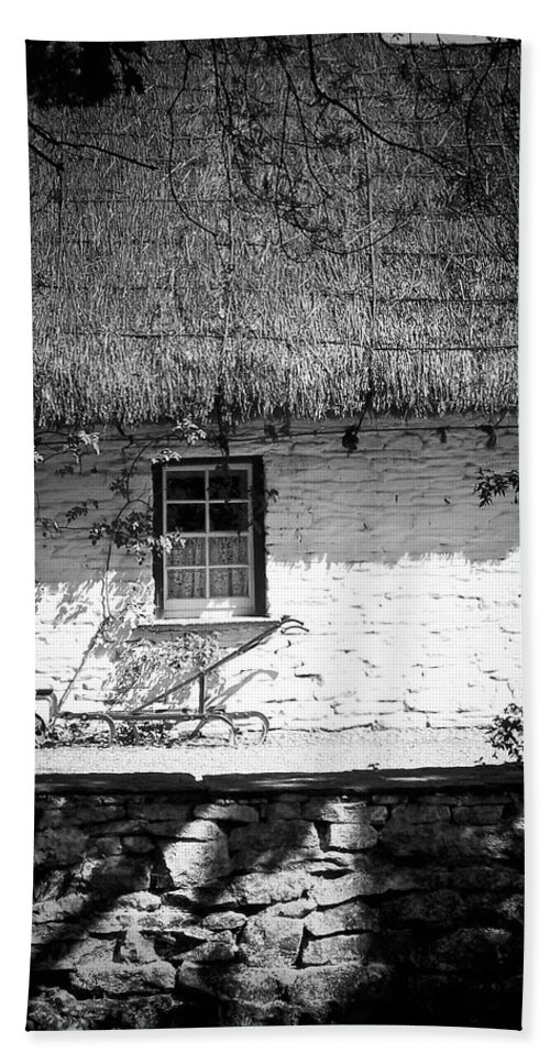 Irish Bath Towel featuring the photograph County Clare Cottage Ireland by Teresa Mucha