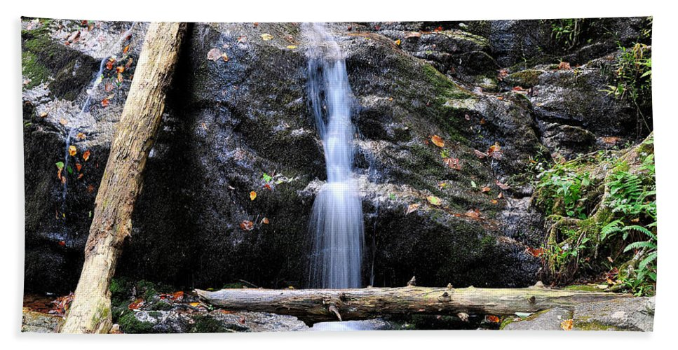 Crabtree Falls Hand Towel featuring the photograph Crabtree Falls In Fall by Todd Hostetter