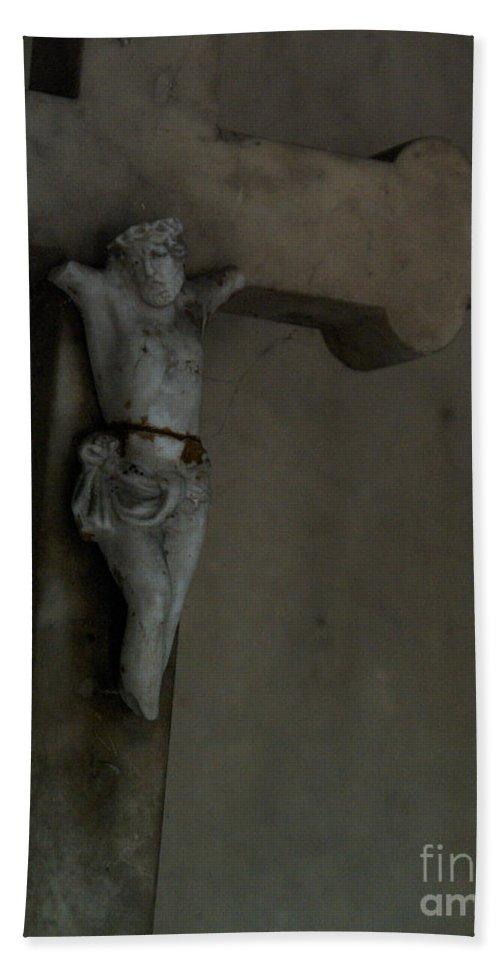 Jesus Christ Broken Cross Père Lachaise Cemetery Paris France Bath Sheet featuring the photograph Cracked Actor by J Bloomrosen