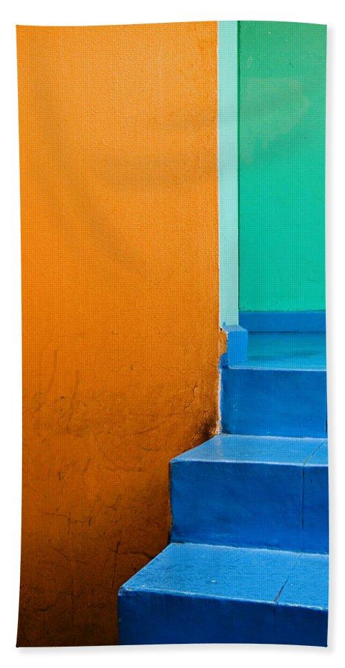 Oaxaca Bath Towel featuring the photograph Creamsicle by Skip Hunt